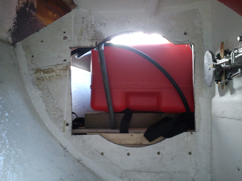 Bulkhead opening for the fuel tank